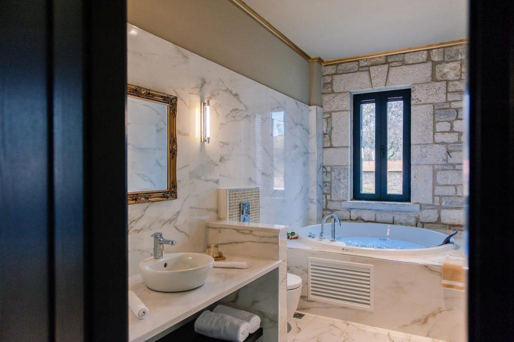 10-suite-bath-levidisuites