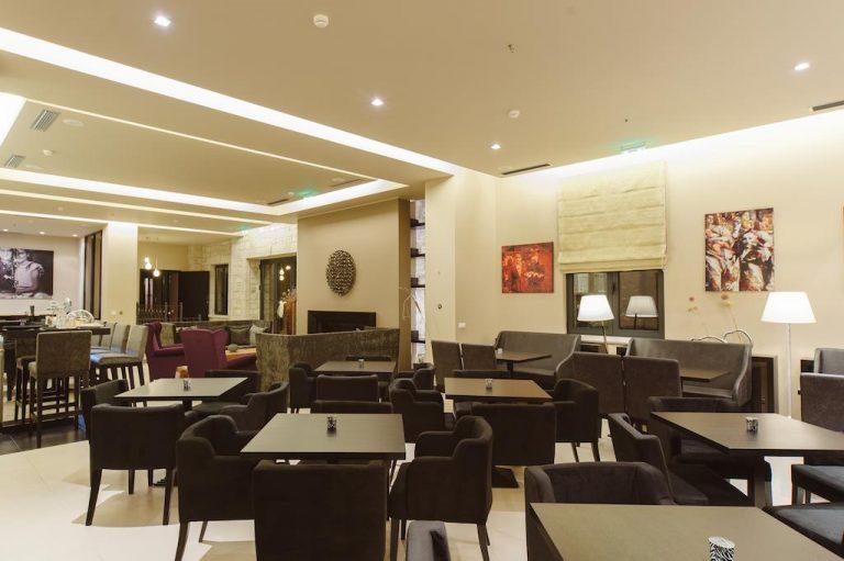 18-lobby-levidisuites