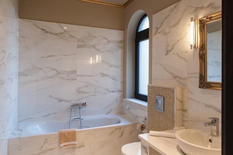 2-suite-bath-levidisuites