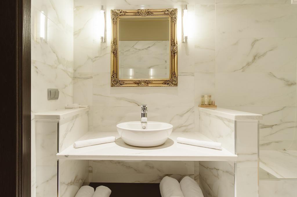6-suite-bath-levidisuites